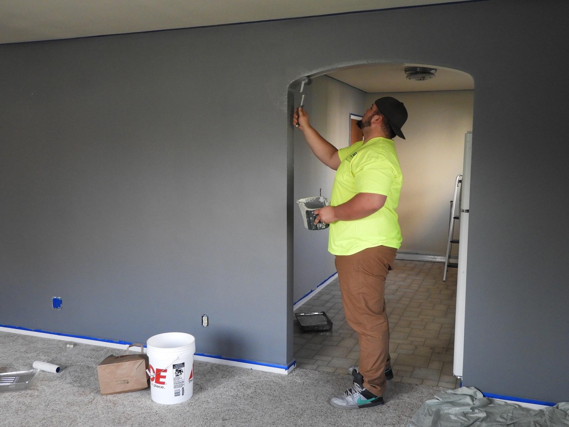 remont i malowanie ścian na szaro - aranżacje
